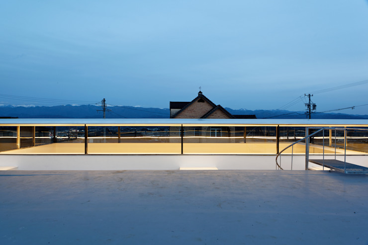 Minimalist balcony, veranda & terrace by TNdesign一級建築士事務所 Minimalist