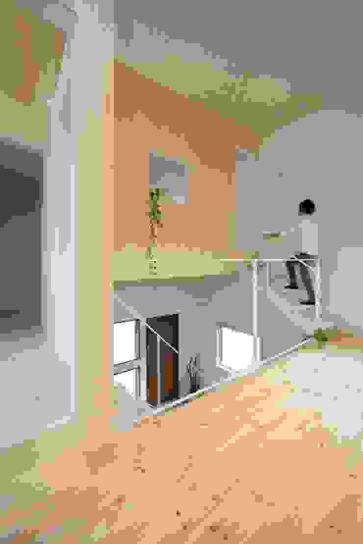 Azuchi House モダンスタイルの 玄関&廊下&階段 の ALTS DESIGN OFFICE モダン