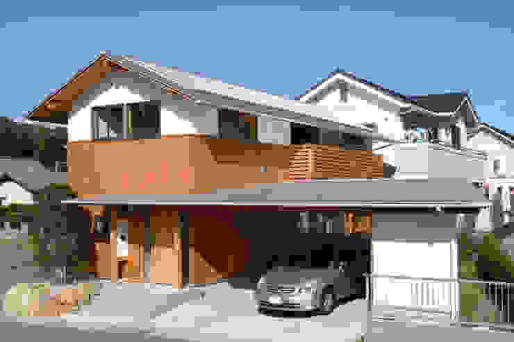 道路側外観 オリジナルデザインの ガレージ・物置 の 三宅和彦/ミヤケ設計事務所 オリジナル