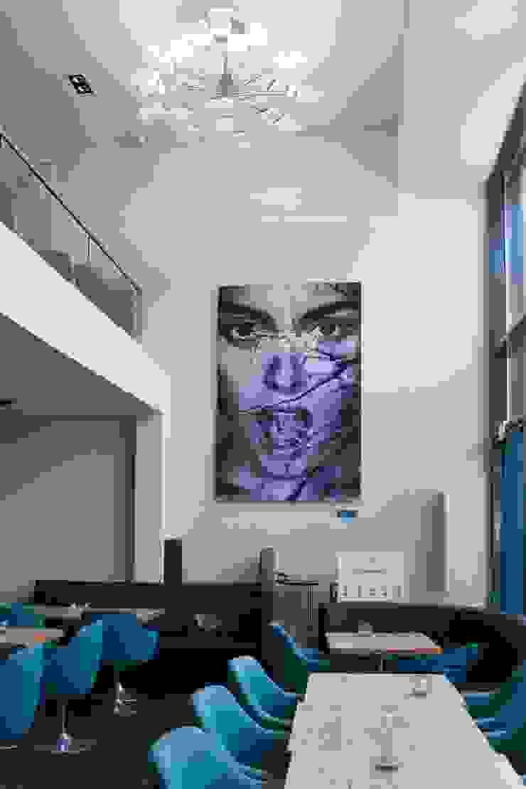 Chandelier in Restaurant von neonwhite design und STUDIO DENISE M. HACHINGER