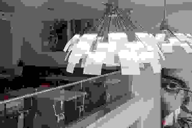 Kronleuchter LC 1.0 von neonwhite design und STUDIO DENISE M. HACHINGER