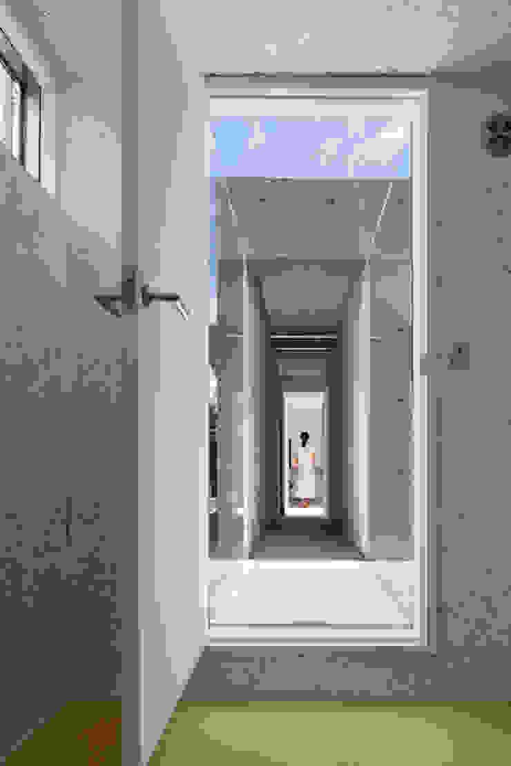 ゲストルームは畳でくつろぎを ミニマルな 家 の TNdesign一級建築士事務所 ミニマル