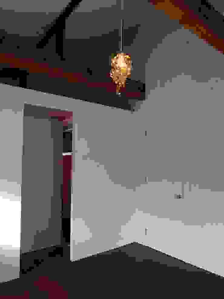 Camera da letto moderna di 神子島肇建築設計事務所 Moderno