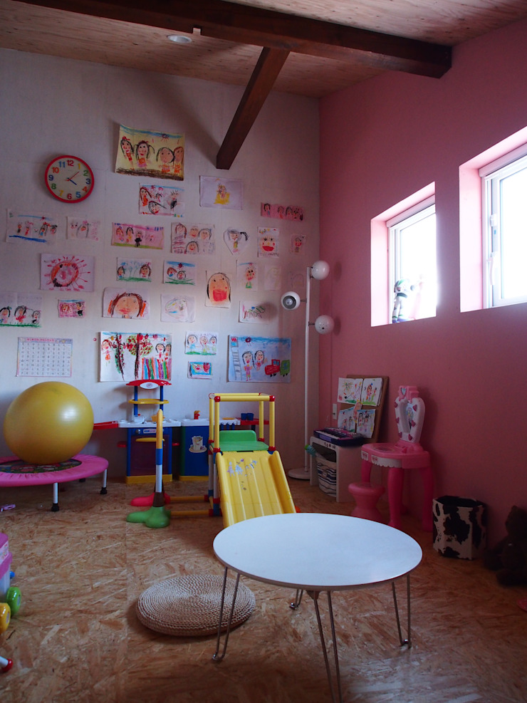 Modern nursery/kids room by 神子島肇建築設計事務所 Modern