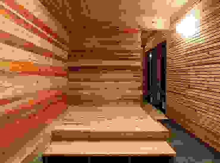 玄関: sunomaが手掛けた折衷的なです。,オリジナル