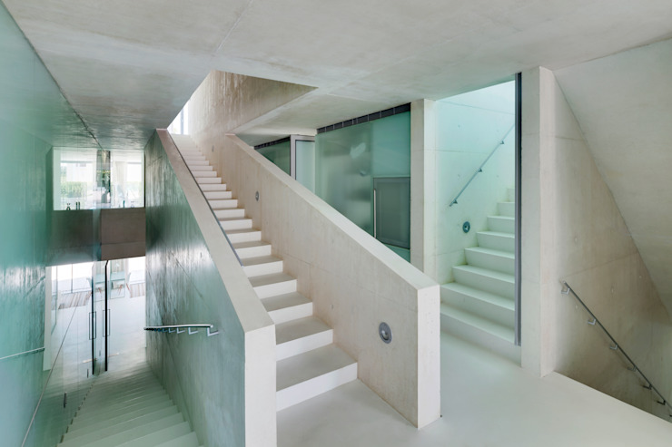 Modern Corridor, Hallway and Staircase by Wiel Arets Architects Modern