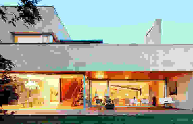 Modern style balcony, porch & terrace by Hoz Fontan Arquitectos Modern