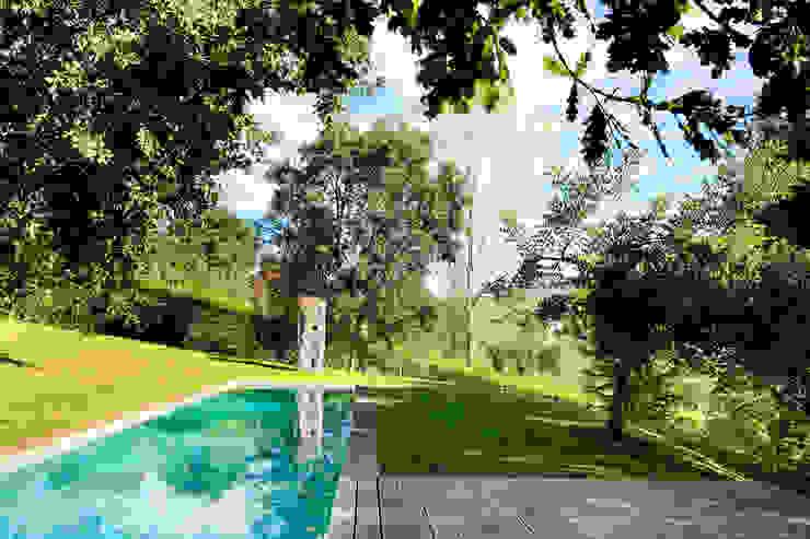 Casa en Mungia Piscinas de estilo moderno de Hoz Fontan Arquitectos Moderno