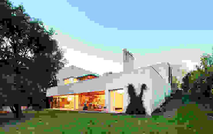 Modern houses by Hoz Fontan Arquitectos Modern