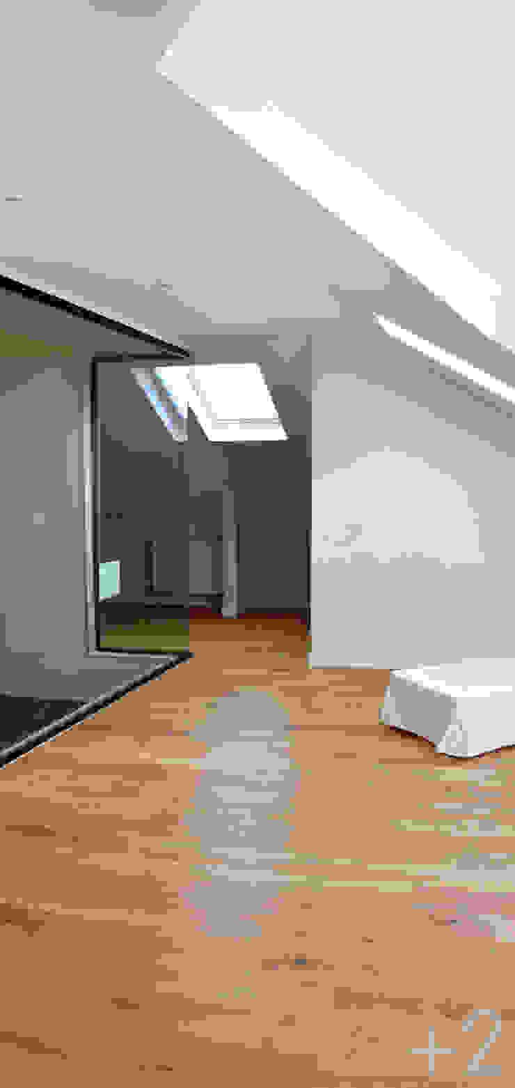 #unifamiliarVALDEMORILLO Dormitorios de estilo moderno de +2 Moderno