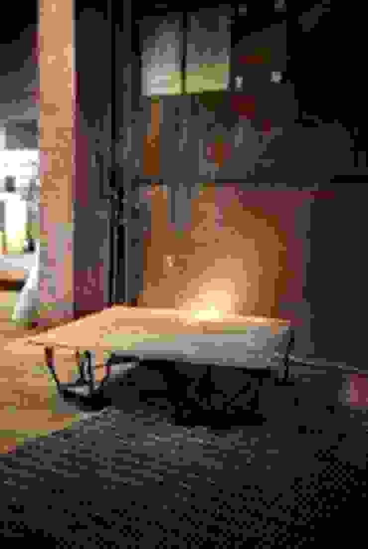 She was here:  de estilo industrial de Carlos Mate, Industrial