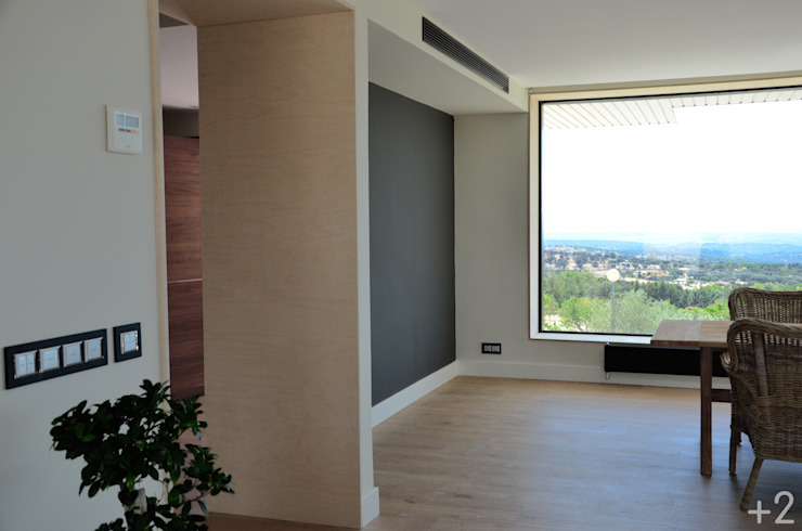 #unifamiliarVALDEMORILLO Salones de estilo moderno de +2 Moderno