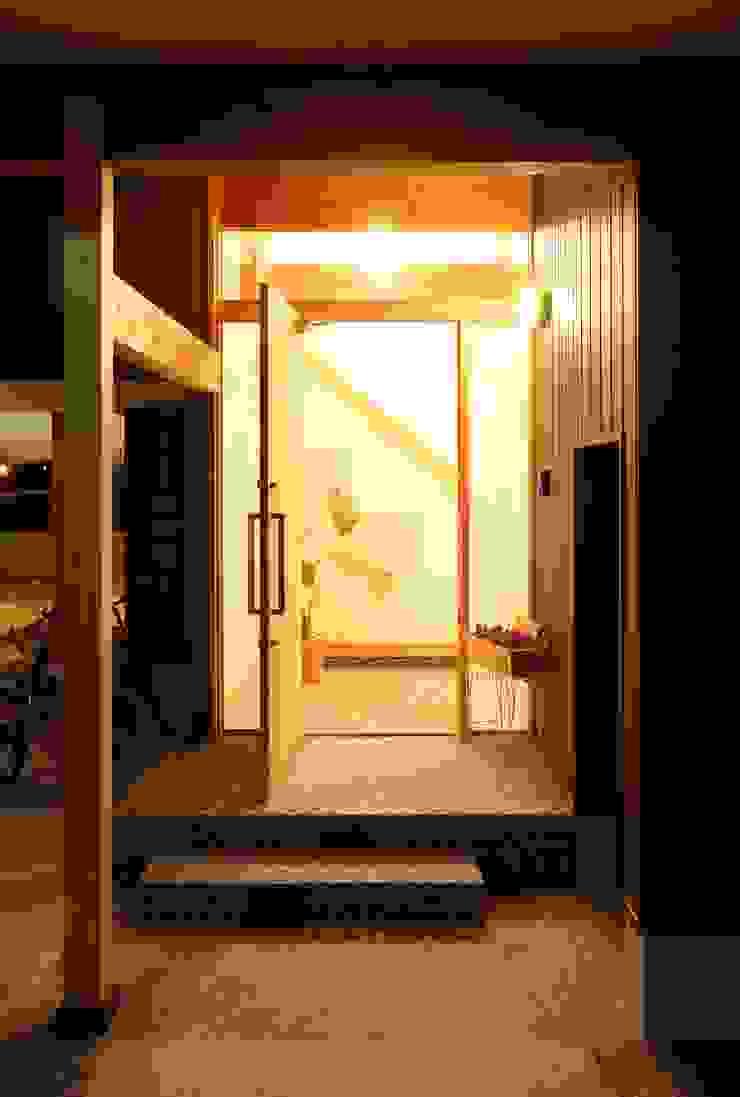 アプローチ オリジナルな 家 の 三宅和彦/ミヤケ設計事務所 オリジナル