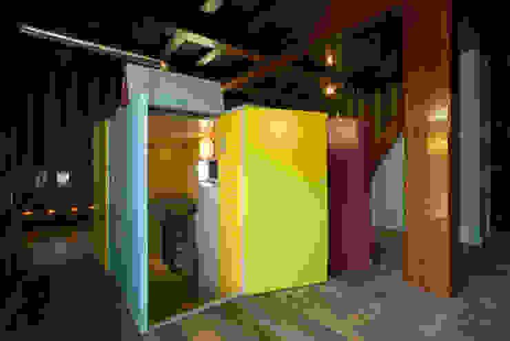 キッチン入口: O設計室が手掛けたクラシックです。,クラシック