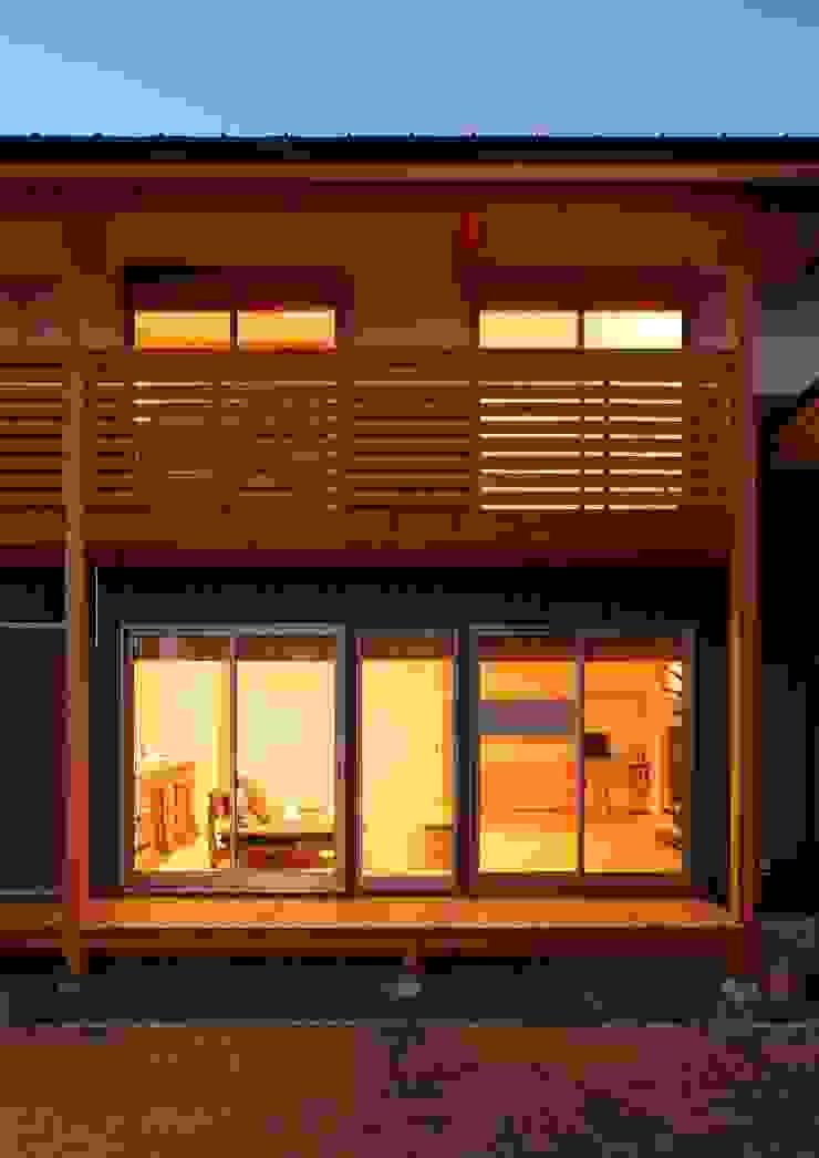 濡れ縁 バルコニー 和風デザインの テラス の 三宅和彦/ミヤケ設計事務所 和風