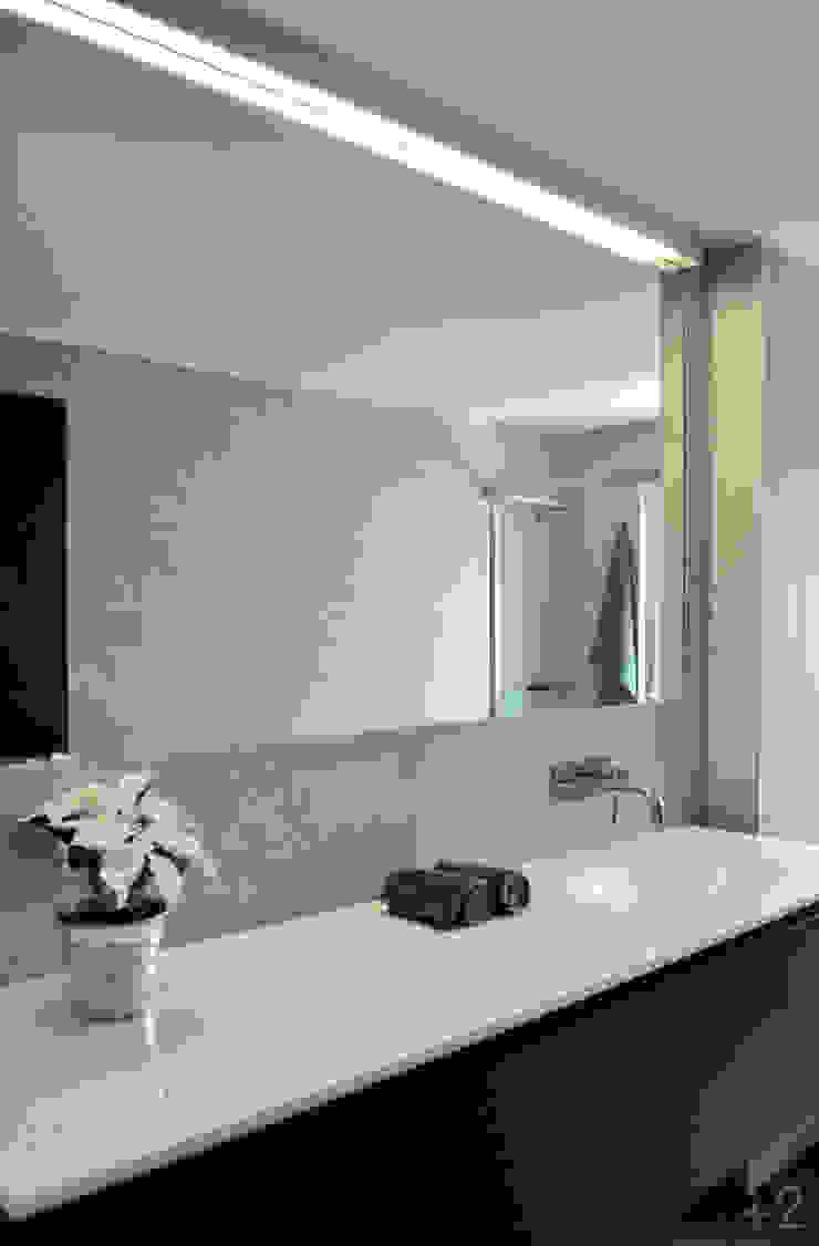 #reformaDUQUE Baños de estilo moderno de +2 Moderno