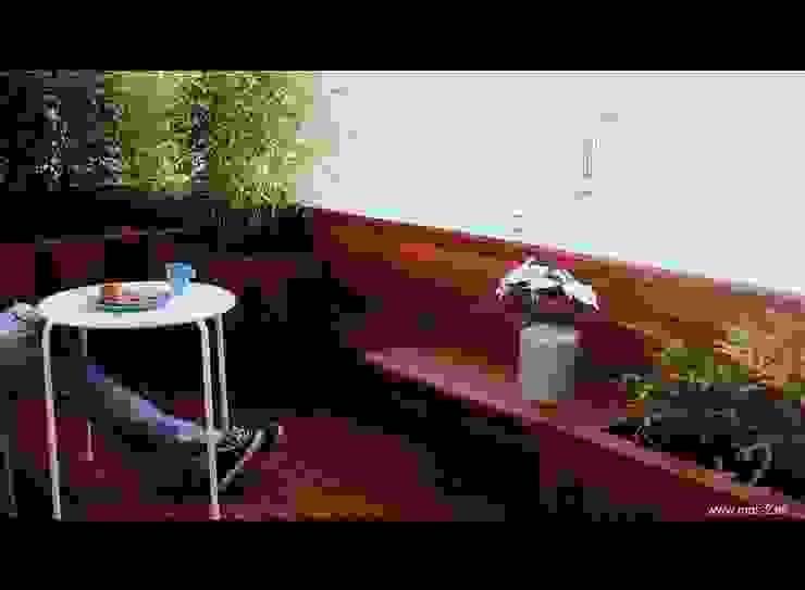 Balcones y terrazas modernos de +2 Moderno