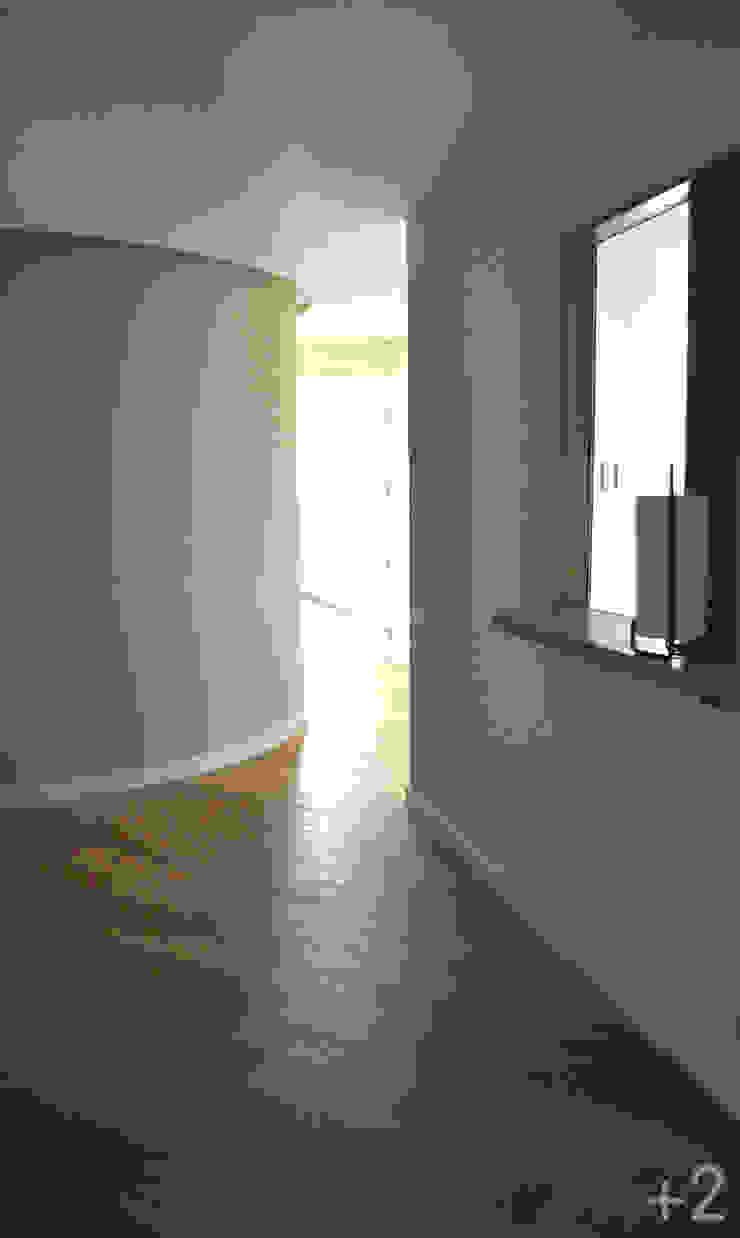 #reformaDUQUE Pasillos, vestíbulos y escaleras de estilo moderno de +2 Moderno