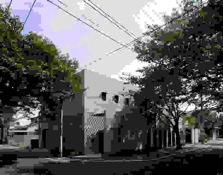 桜並木の家 モダンな 家 の FUJIYOSHI HIDEKI ARCHITECTS INC モダン