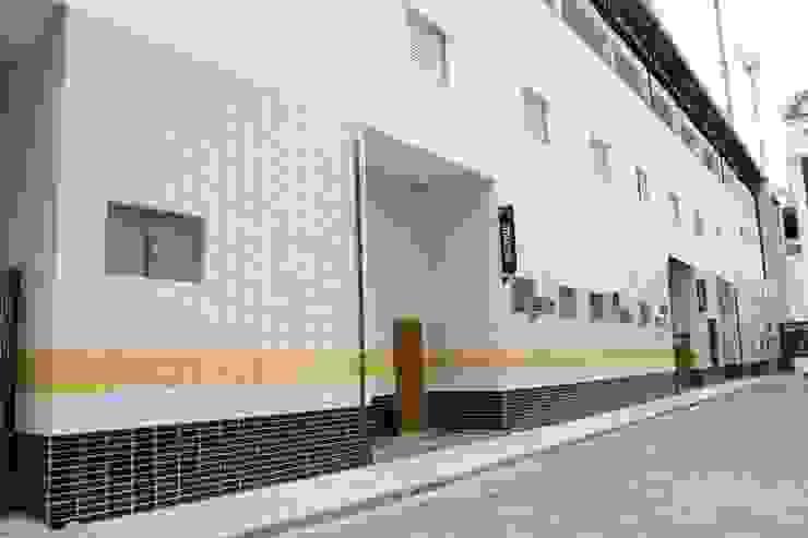 Recepção e Secretaria Fitness por Douglas Piccolo Arquitetura e Planejamento Visual LTDA.