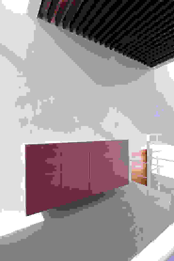 エントランスホール モダンスタイルの 玄関&廊下&階段 の InOUT architects/インアウトアーキテクツ モダン