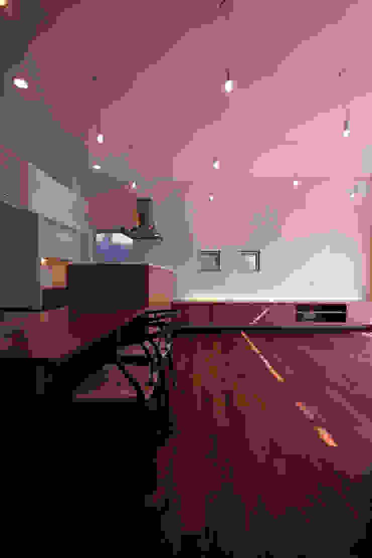 リビング2 モダンデザインの リビング の InOUT architects/インアウトアーキテクツ モダン