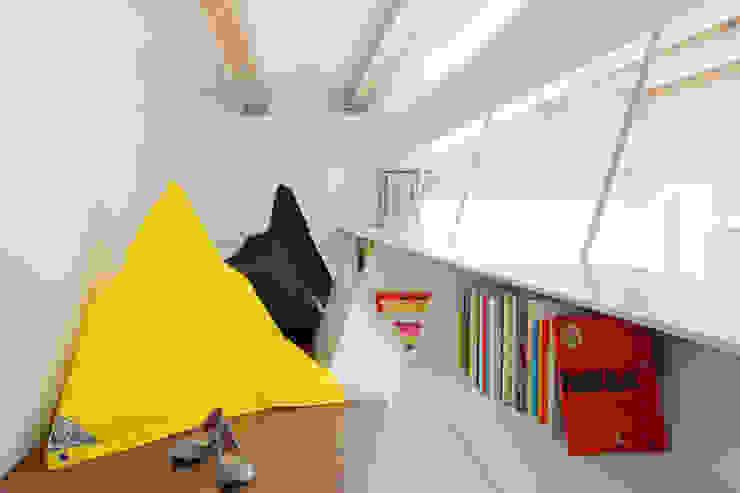 现代客厅設計點子、靈感 & 圖片 根據 Miel Arquitectos 現代風
