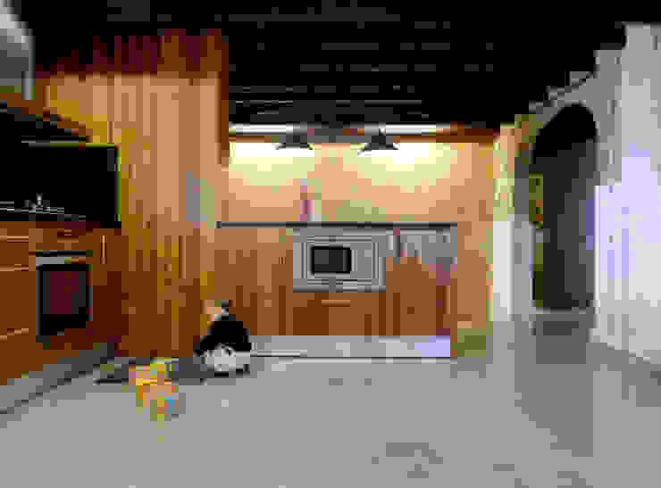 CASA CAN FOGARADA Cocinas de estilo rural de Miel Arquitectos Rural