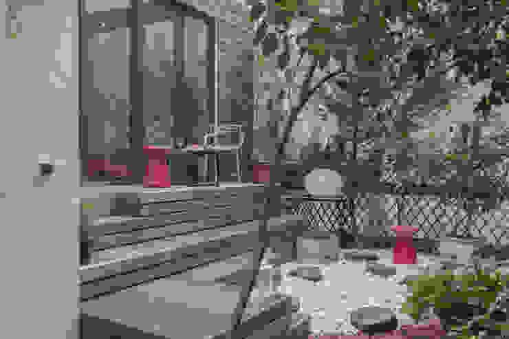 suspended garden Eklektyczny balkon, taras i weranda od goodnova godiniaux Eklektyczny