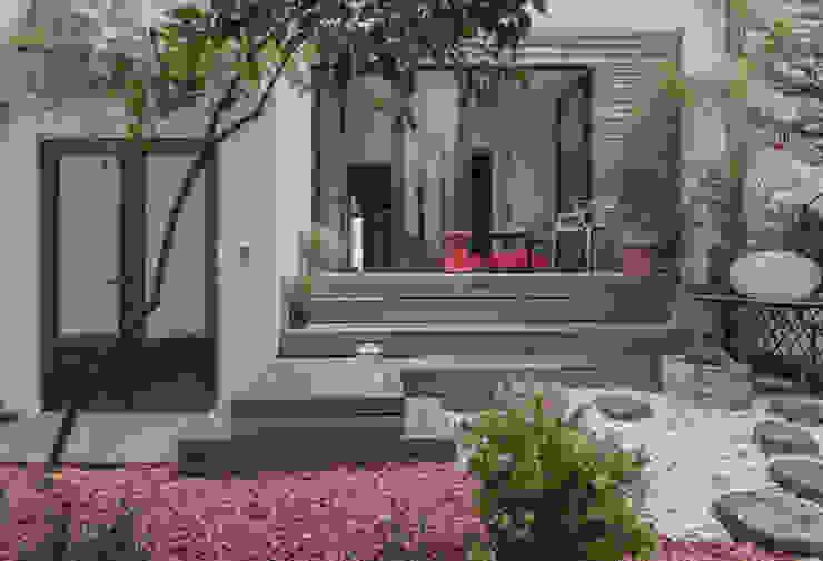 suspended garden goodnova godiniaux Balcones y terrazas de estilo ecléctico