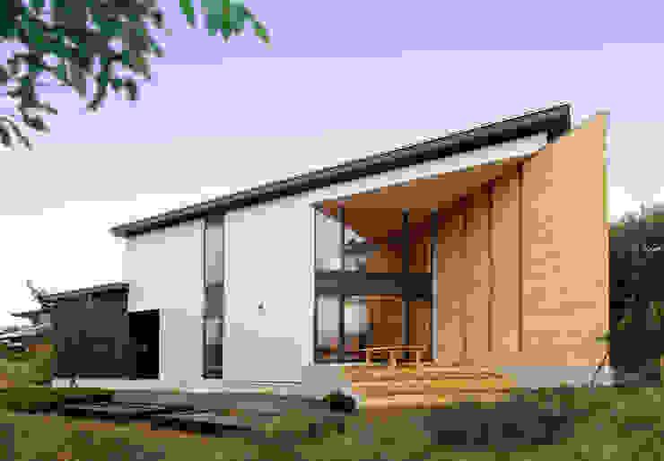 磐井川の家: 株式会社本間総合計画 HOMMA SOUGOU KEIKAKU CO.,LTD.が手掛けた折衷的なです。,オリジナル
