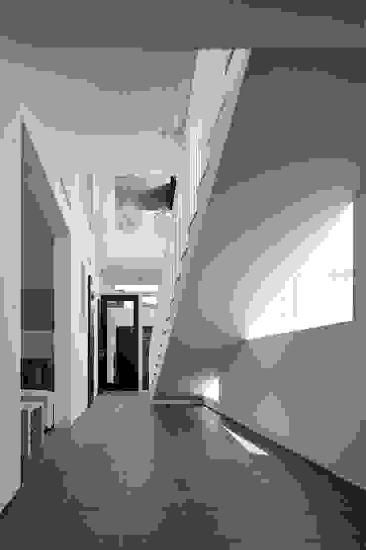 Tender concrete モダンスタイルの 玄関&廊下&階段 の 半谷彰英建築設計事務所/Akihide Hanya Architect & Associates モダン
