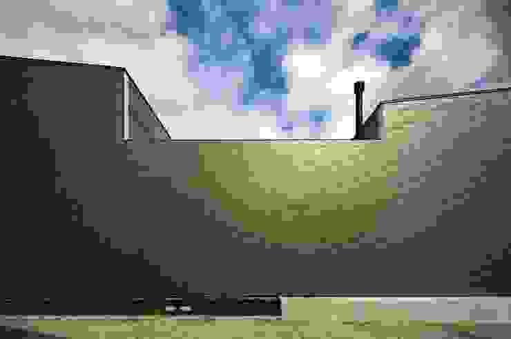 凹 [ou] の 半谷彰英建築設計事務所/Akihide Hanya Architect & Associates モダン 鉄/鋼