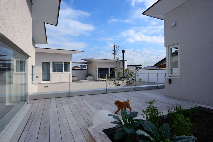 Terrace by 半谷彰英建築設計事務所/Akihide Hanya Architect & Associates, Modern Wood Wood effect
