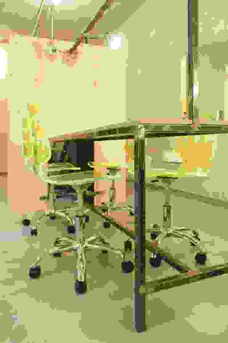 tavolo tecnico - tinte Negozi & Locali commerciali in stile industrial di Andrea Stortoni Architetto Industrial