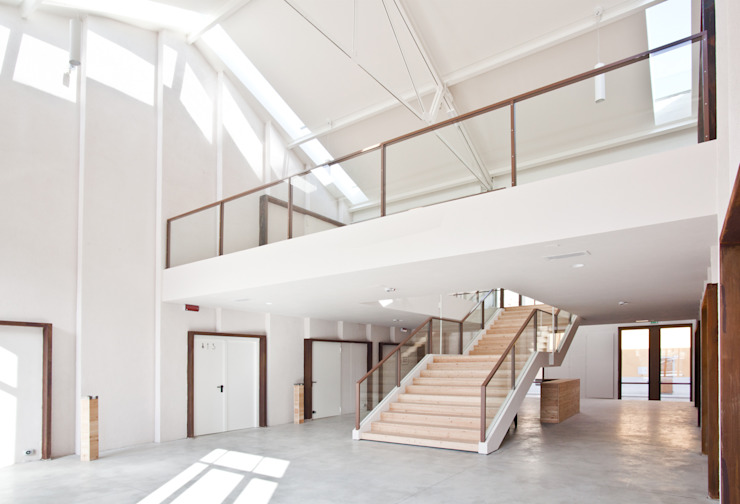 IL FILANDONE Sala multimediale in stile industriale di ellevuelle architetti Industrial