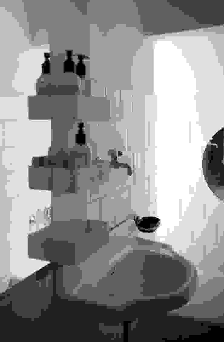 Rectangle & Shelves with Mirror di MG12 Mediterraneo