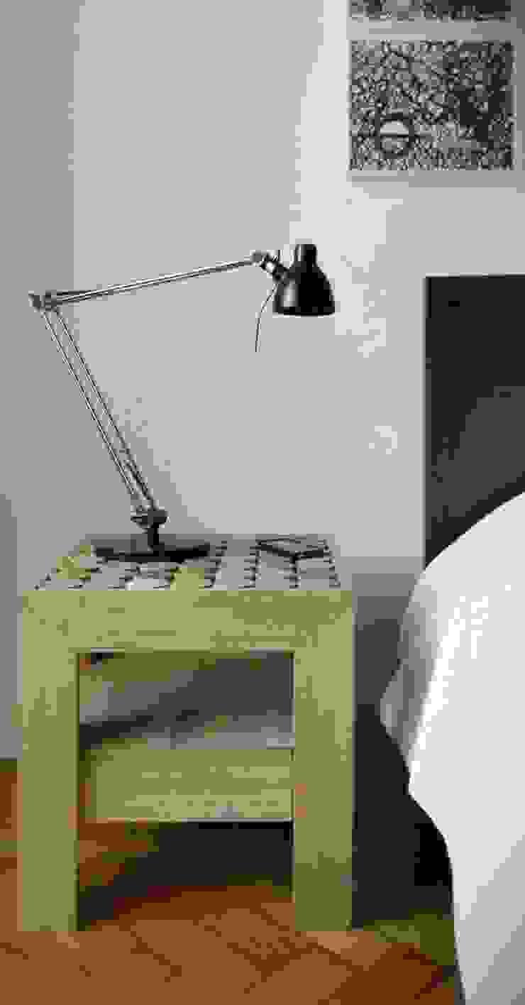 SOFIA bedside table di MG12 Moderno