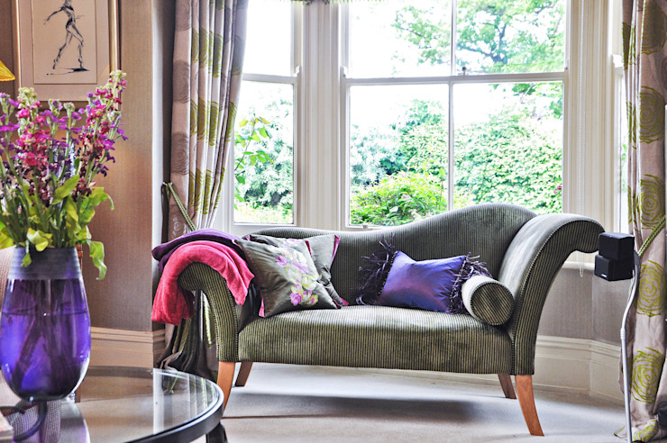 Salas de estar  por Deborah Warne Interiors Ltd