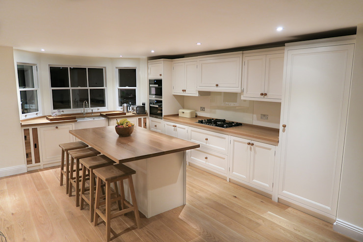 Classic Kitchen Design:  Kitchen by NAKED Kitchens,