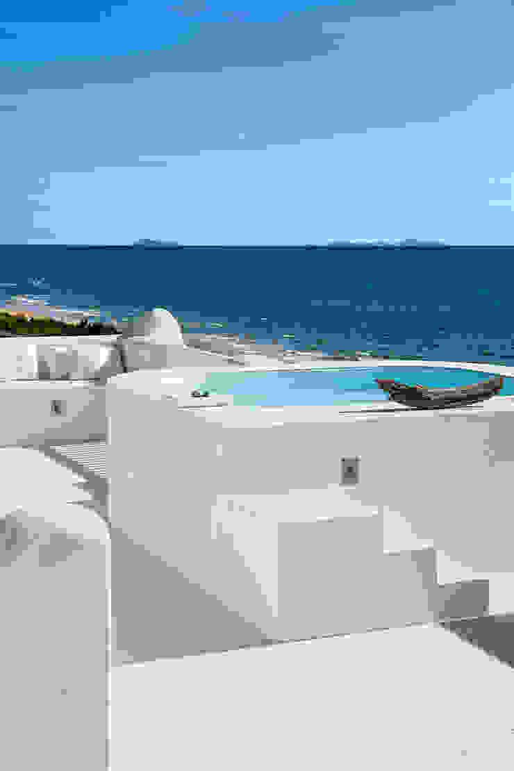 SABAUDIA SUL MARE Piscina in stile mediterraneo di Stefano Dorata Mediterraneo