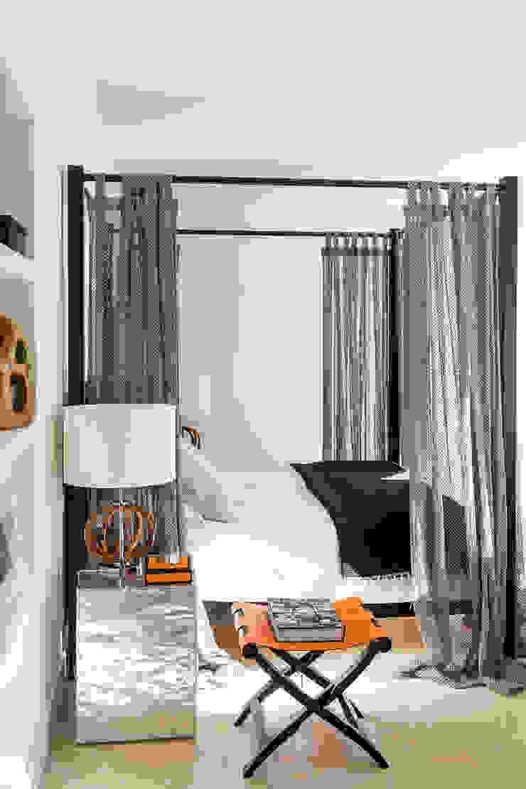 SABAUDIA SUL MARE Camera da letto moderna di Stefano Dorata Moderno