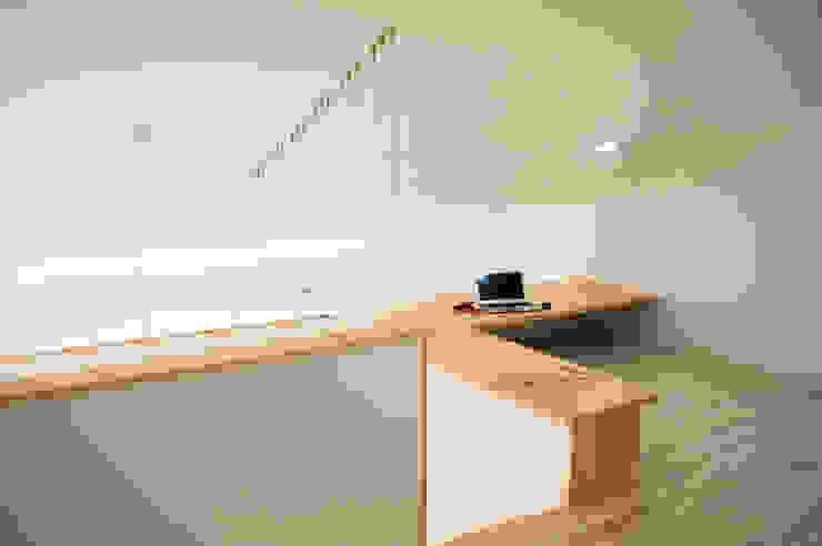 233-876 Minimalist study/office by 3015 architects Minimalist Wood Wood effect