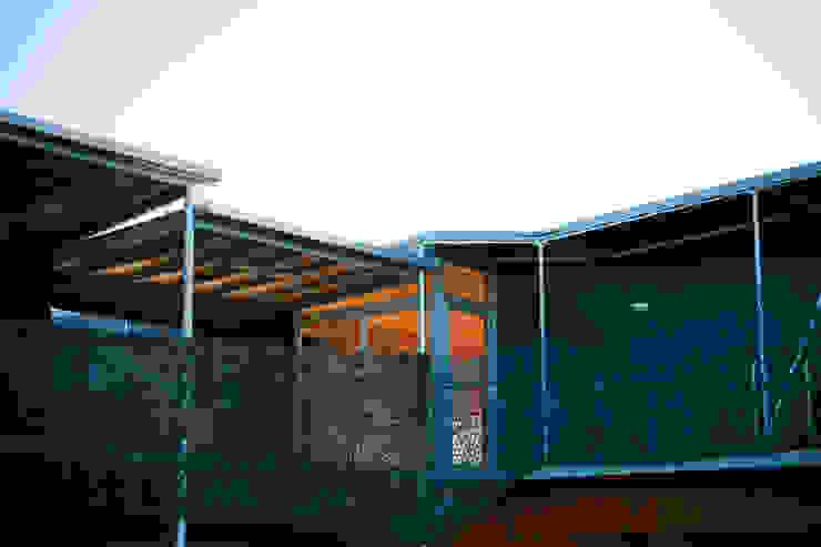 Création logement et gîtes de Chasse. Maisons modernes par Christian Larroque Moderne