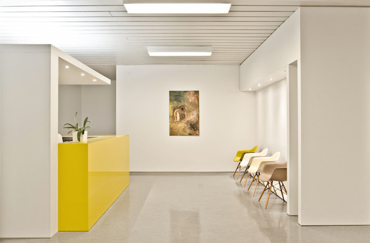 Wartebereich Moderne Praxen von Studio DLF Modern
