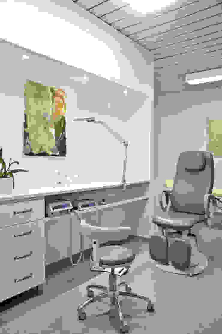 Behandlungsräume Moderne Praxen von Studio DLF Modern