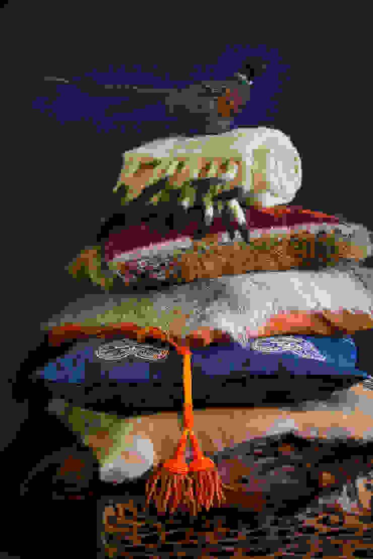 Diverse pluimage aan kussens van Furandco Klassiek
