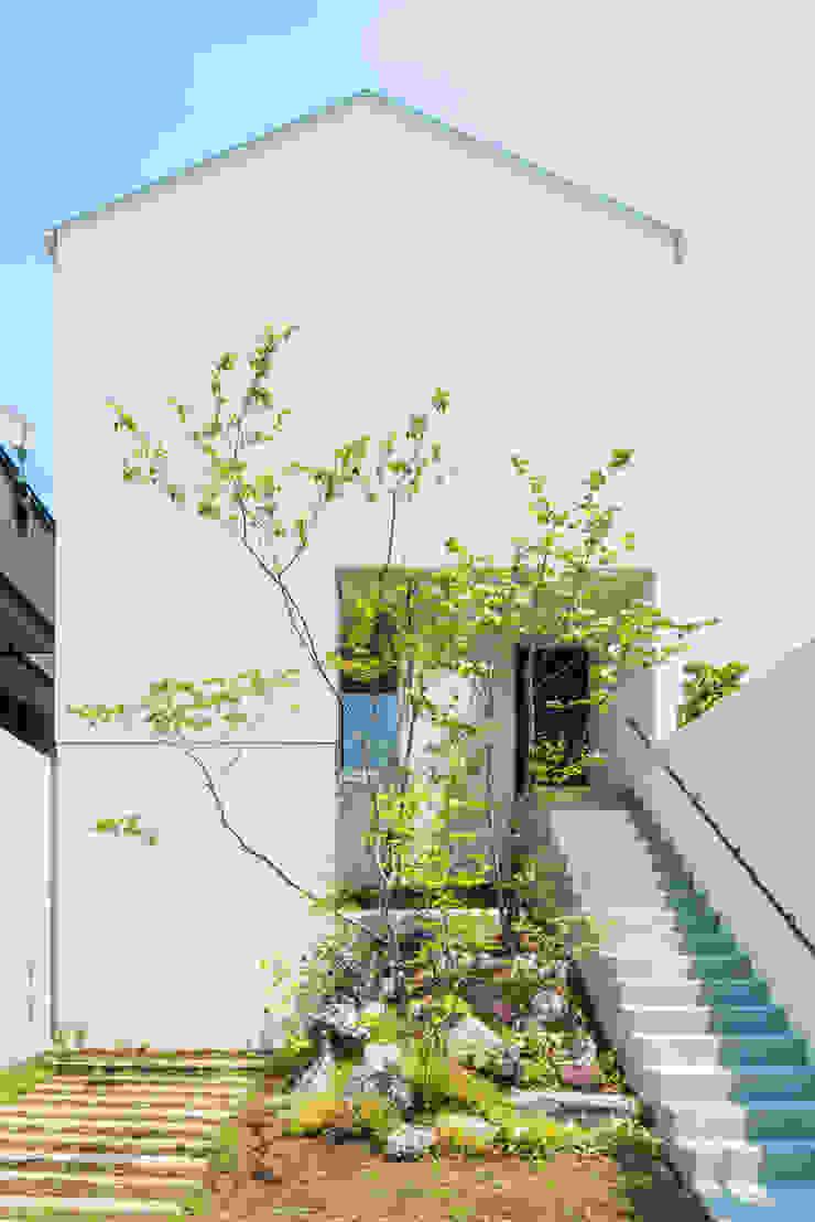 丘の家: YOKOI TSUTOMU architectsが手掛けた折衷的なです。,オリジナル