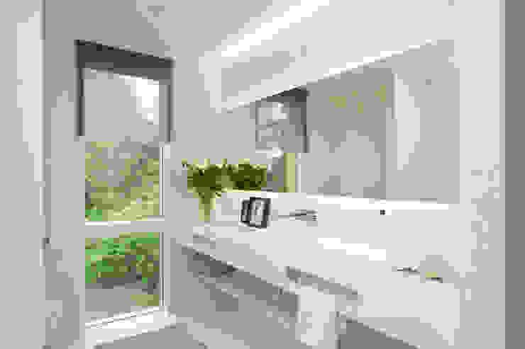 27289 現代浴室設計點子、靈感&圖片 根據 Cubus Projekt GmbH 現代風