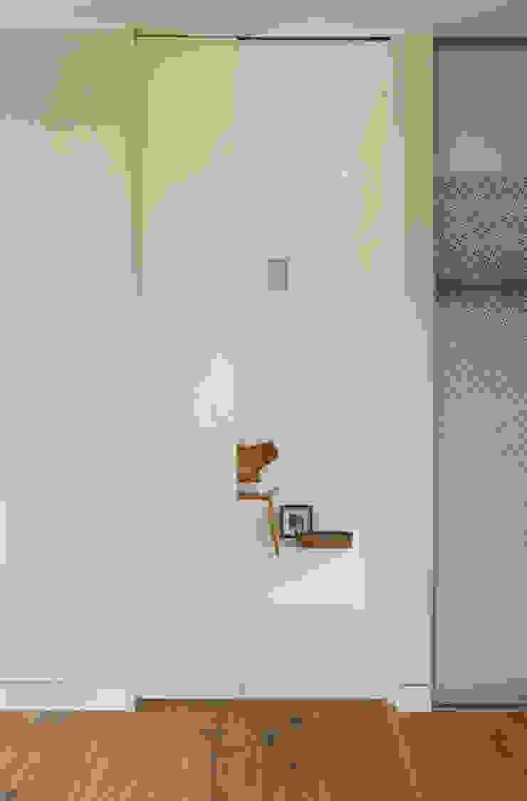 27289 现代客厅設計點子、靈感 & 圖片 根據 Cubus Projekt GmbH 現代風